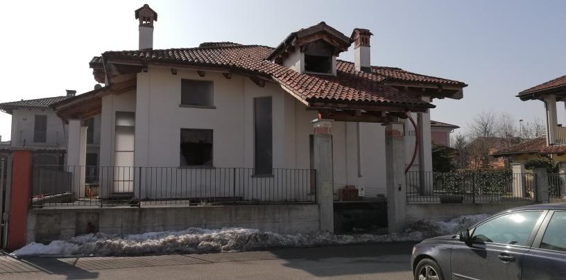 F08-19 – Fossano – Villa MQ.320 – 8 locali